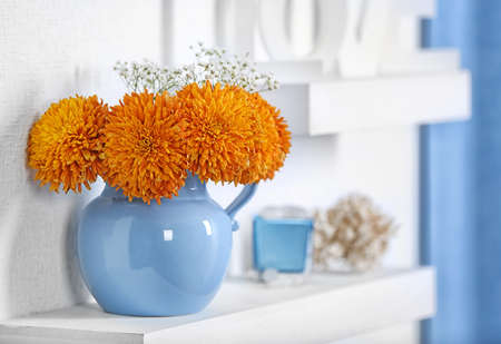 Blue home decor on the shelf Foto de archivo