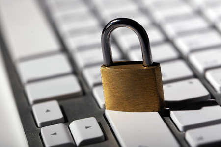 concept de sécurité cyber - lock sur clavier d & # 39 ; ordinateur