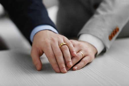 Two  homosexuals wearing wedding rings Archivio Fotografico