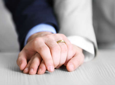 Two  homosexuals wearing wedding rings Banque d'images