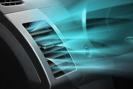 車の冷たい空気の流れとコンディショナーのスイッチ