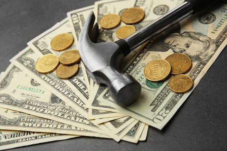 Dollars and hammer, close up Stockfoto