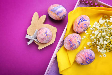 Easter eggs on a tray, top view Banque d'images