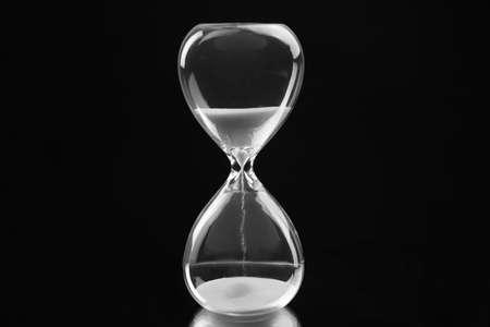Hourglass on black background Zdjęcie Seryjne