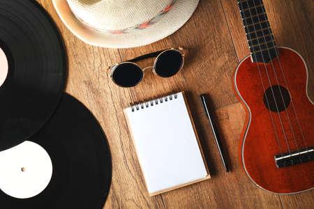 Musician set on brown wooden background Zdjęcie Seryjne - 95897105