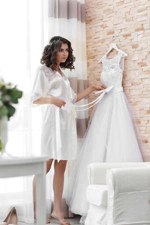 Beautiful bride waiting for groom Standard-Bild