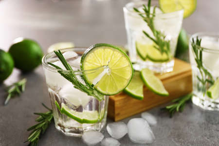 Cold fresh cocktails with lime on table 스톡 콘텐츠