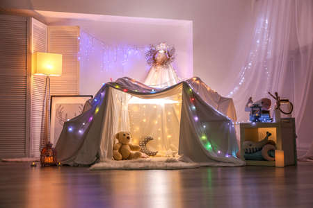 Hovel decorated with garland for children's party at home Reklamní fotografie