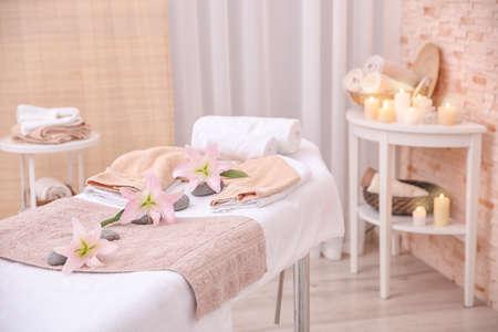 Interno della sala massaggi nel moderno centro benessere% 00