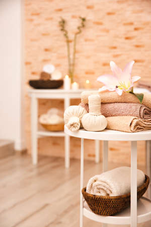 Massage setting in modern wellness center Foto de archivo - 97398969