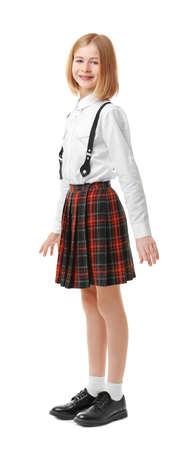 Leuk meisje in schooluniform op witte achtergrond% 00