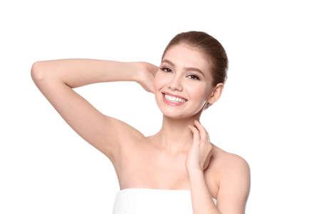 Mooie jonge vrouw op witte achtergrond. Epilatie concept Stockfoto - 98130403
