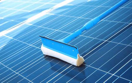 nettoyage de panneaux solaires après l & # 39 ; installation extérieur