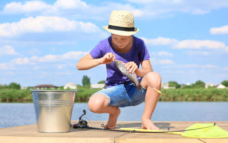 Cute boy fishing on summer day Banque d'images