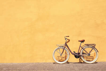 Stylish new bicycle near color wall outdoors Banque d'images