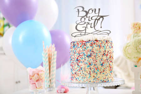 Tasty boy or girl cake for baby shower party on stand Banque d'images - 103180536