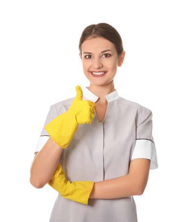 Schönes Zimmermädchen auf weißem Hintergrund