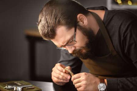 Jeweler working in workshop Standard-Bild - 100409545