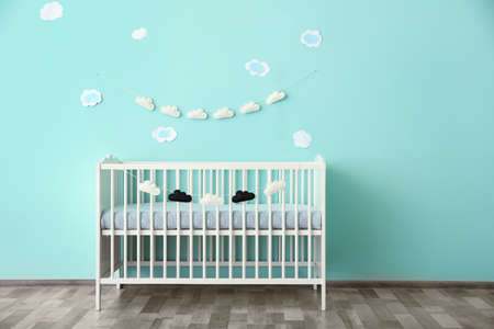 Modern baby room interior with crib Stockfoto
