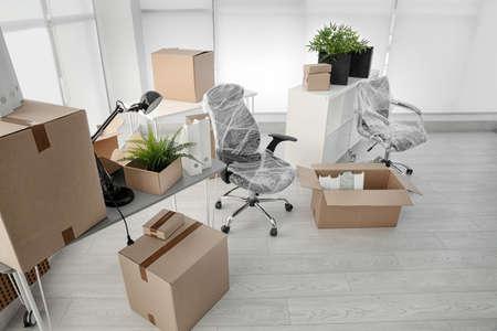 Mover cajas y muebles en la nueva oficina