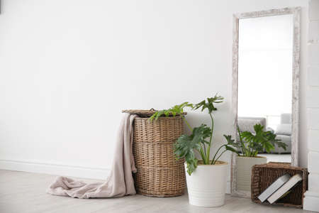 Modern room interior with large mirror and wicker basket Stockfoto