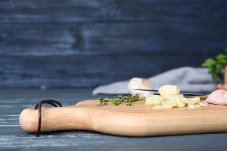 Wooden board with fresh garlic on table Reklamní fotografie