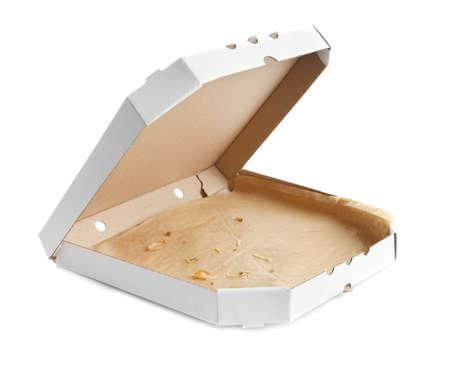 Boîte à pizza en carton ouvert sur fond blanc Banque d'images