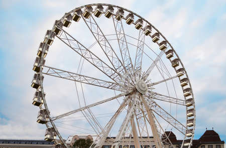 Large observation wheel on cloudy sky background Stockfoto