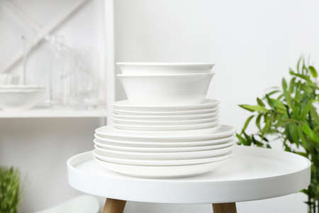 Different clean plates on table in kitchen Reklamní fotografie