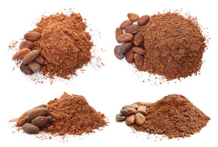 Set with aromatic cocoa powder and beans on white background Banque d'images