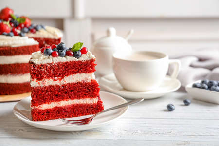 Plate with piece of delicious homemade red velvet cake on table Фото со стока - 110445094