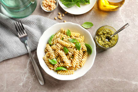 Plate of delicious basil pesto pasta served for dinner on table, flat lay Stock fotó - 112144805
