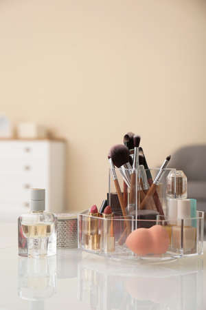 Organizer with cosmetic products for makeup on table indoors 免版税图像 - 113025917