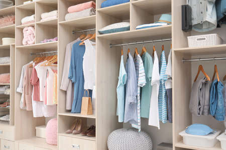Stylish clothes, shoes and accessories in large wardrobe closet Stockfoto