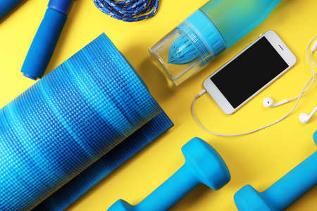 Flat lay composition with fitness gym equipment on color background 版權商用圖片