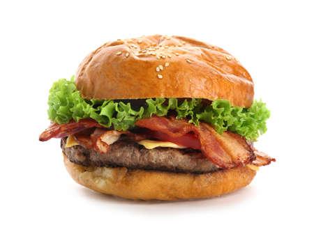 Hamburger delizioso con bacon su fondo bianco Archivio Fotografico