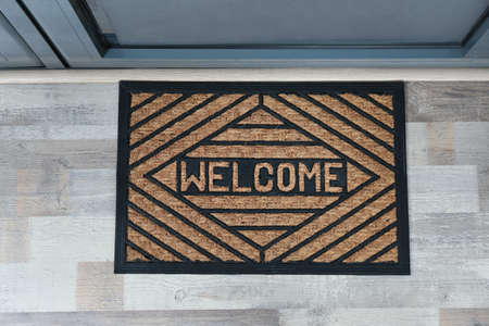 New clean mat with word WELCOME near entrance door, top view Stockfoto