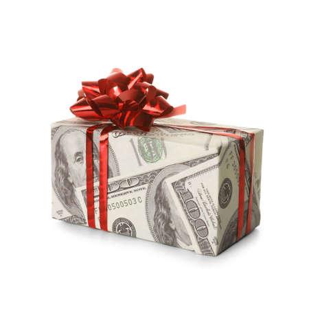 Geschenkbox in dekorativem Papier mit Dollarmuster auf weißem Hintergrund Standard-Bild