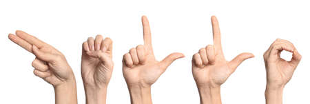 Mujer mostrando la palabra Hola sobre fondo blanco. Lenguaje de señas Foto de archivo