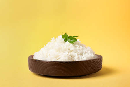Bowl of boiled rice on color background 版權商用圖片