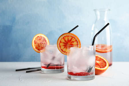 Composition with orange drink and ice cubes in glasses on table. Space for text Banque d'images - 117037472