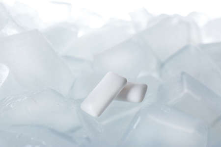Chewing gums on ice cubes against white background, closeup Stockfoto