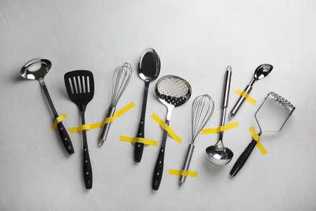 Set of clean kitchen utensils on grey background, flat lay Stock fotó
