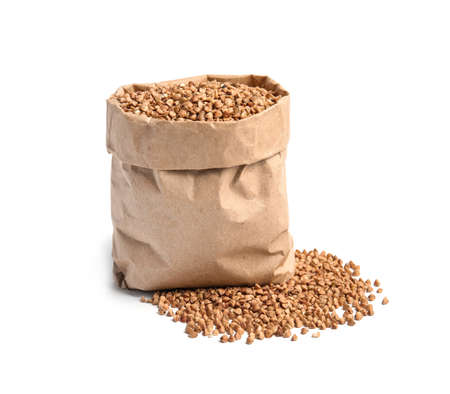 Paper bag with uncooked buckwheat on white background Banque d'images