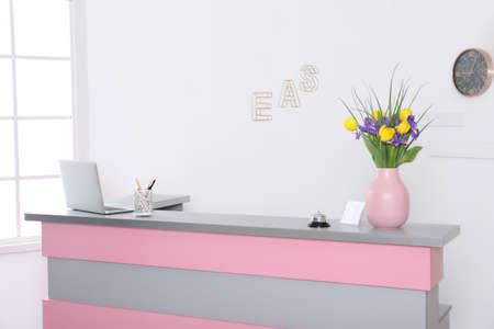 Modern reception desk in beauty salon. Stylish interior 版權商用圖片