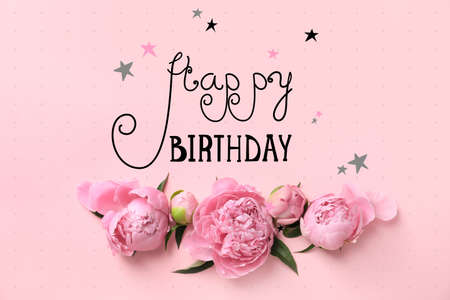 Beautiful peony flowers and text Happy Birthday on color background, top view Banque d'images - 119008994