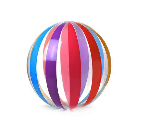 在白色背景隔绝的大充气球。海滩配件