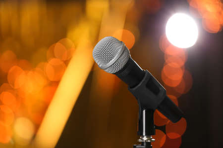 Microphone against festive lights, space for text. Musical equipment Banque d'images - 119679421