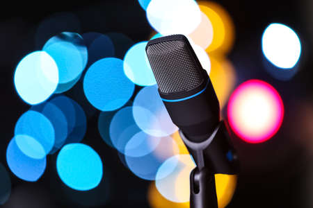 Microphone against festive lights, space for text. Musical equipment Banque d'images - 119681737
