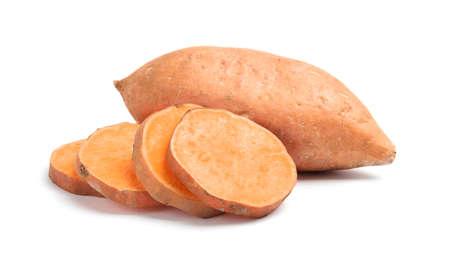 Verse rijpe zoete aardappelen op witte achtergrond Stockfoto